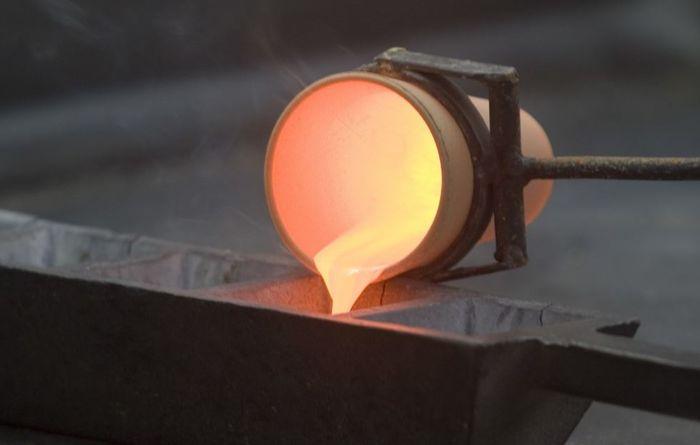 Copper price falls, stocks drop